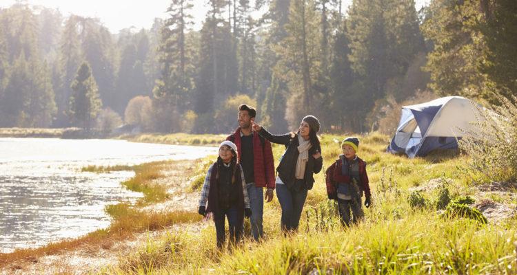 Le camping est idéal pour des vacances en famille, mais demande de la préparation