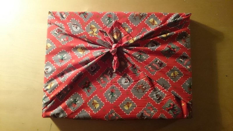 Emballage cadeau avec un tissu