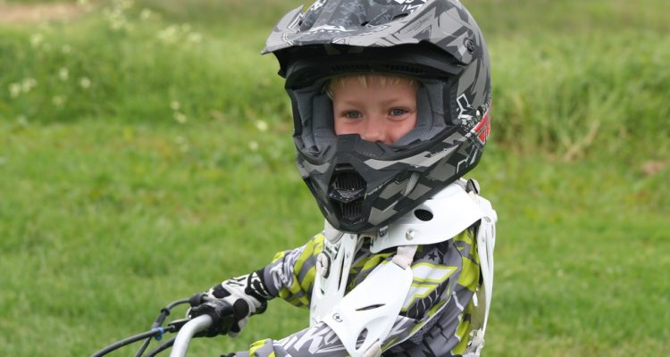 Enfant sur moto