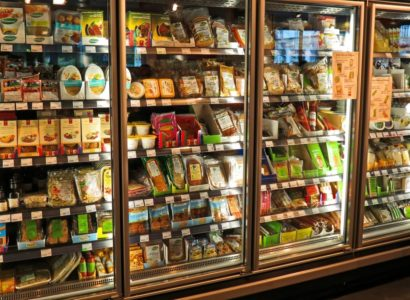 étiquetage alimentaire en rayon de supermarché