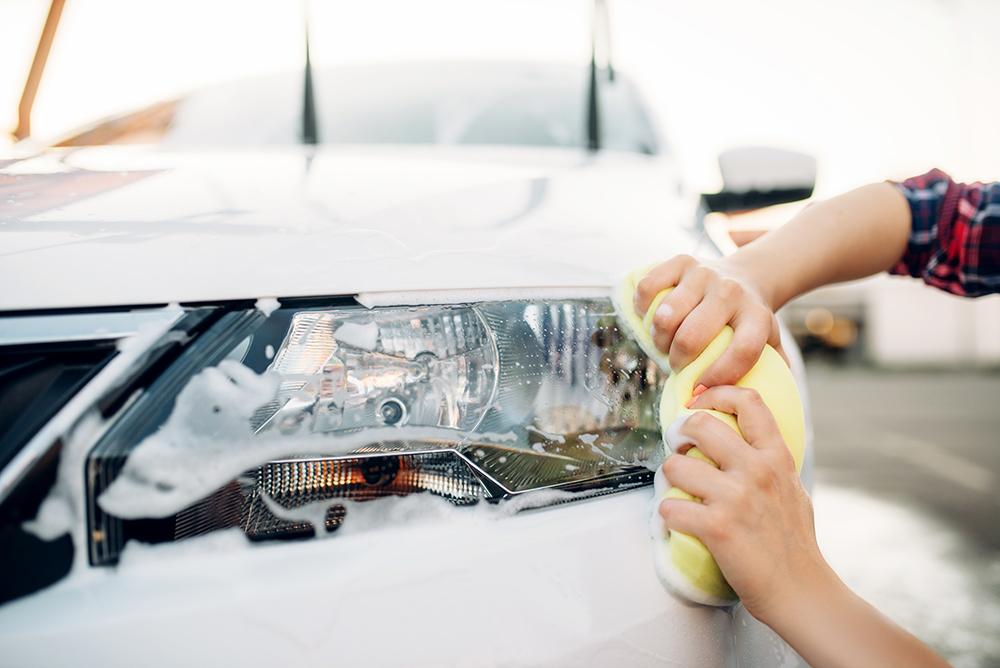 nettoyage phare de voiture