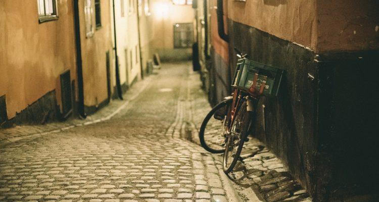 Vélo de livraison le soir